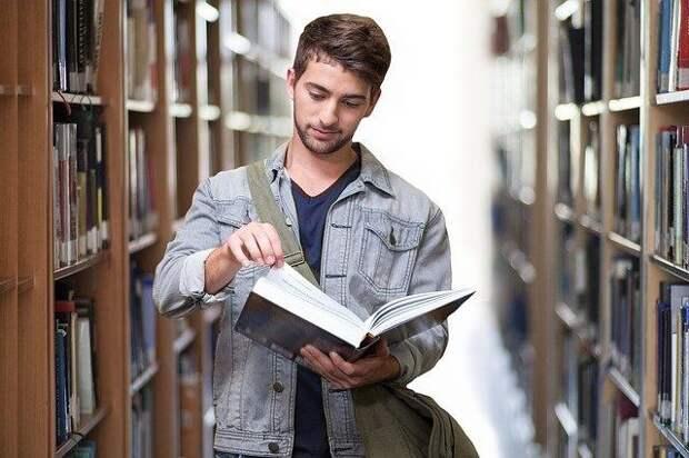 Опрос: российские студенты считают, что зарплата важнее карьеры