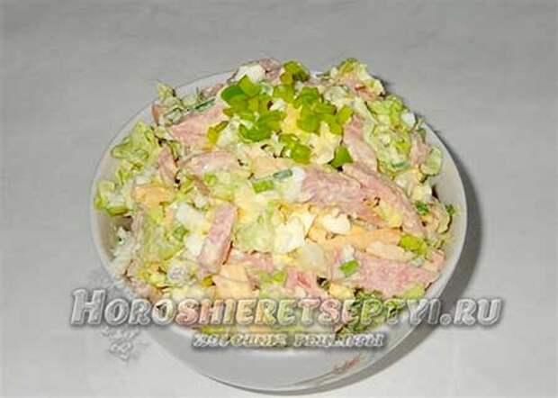 Вкусный салат с пекинской капустой и колбасой