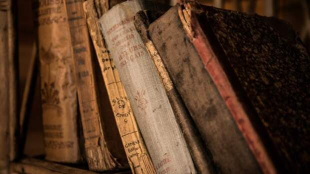 Одну из первых печатных книг на русском языке продадут за 9 млн рублей