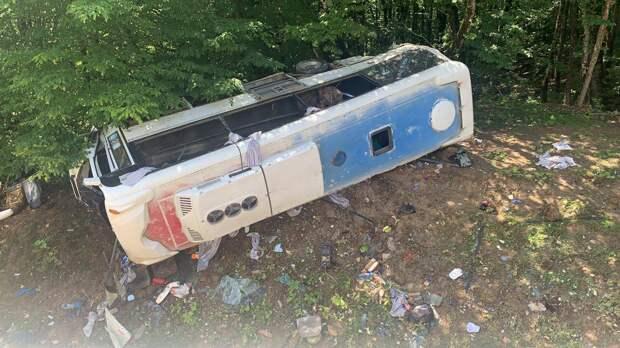 На Кубани два человека погибли после падения автобуса в кювет