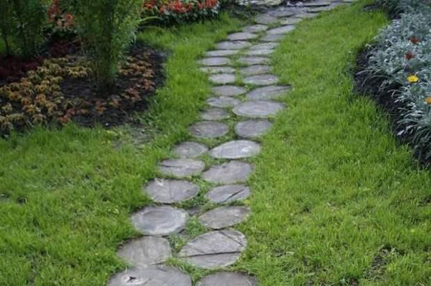 Кора, гравий и солома. Создаем необычные дорожки на садовом участке