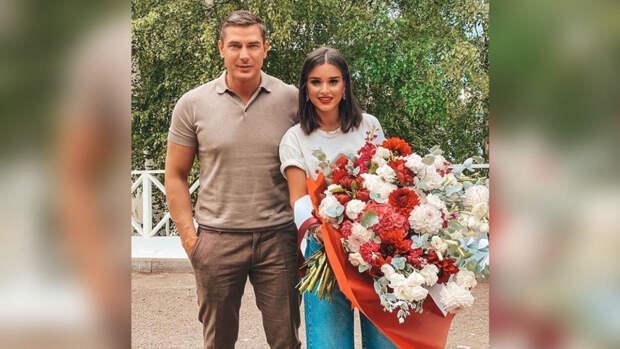 Омарова и Бородину заподозрили в разводе из-за видео у ЗАГСа