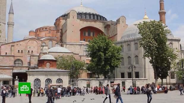 Почти половина российских туристов уже вернулись из Турции