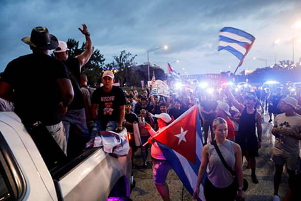 В США призвали нанести удар по Кубе