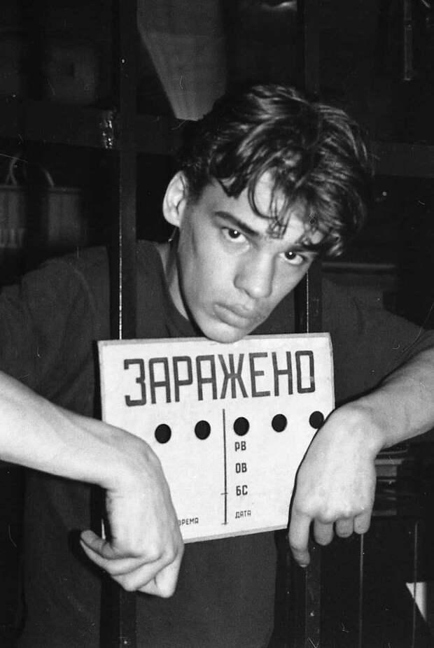 В ней также присутствуют редкие фотографии из архивов петербургских тусовок и интервью с людьми, которые развивали рейв-культуру.