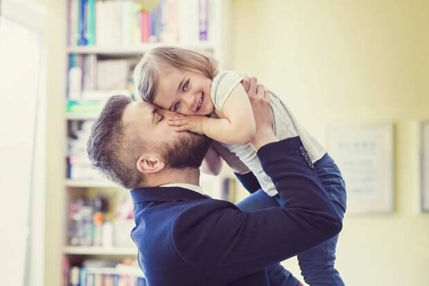 Муж собрался ехать в гости к дочери в другой город. Жить планирует у бывшей жены: «А что такого?»