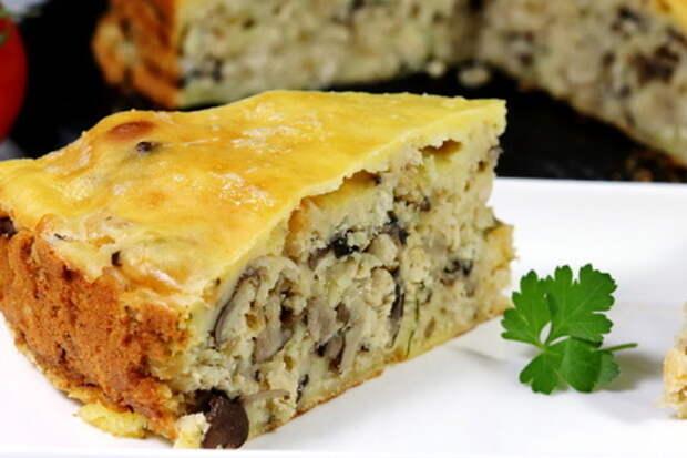 Фото к рецепту: Заливной пирог с курицей и грибами