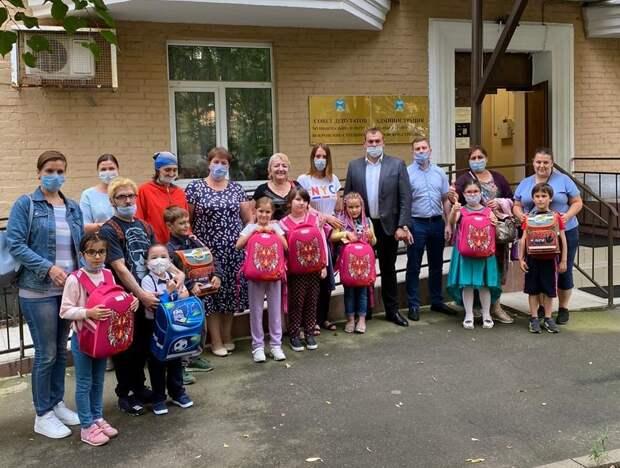 Благотворительная акция «Семья помогает семье: Готовимся к школе!» проходит в столице уже много лет/ предоставлено организаторами