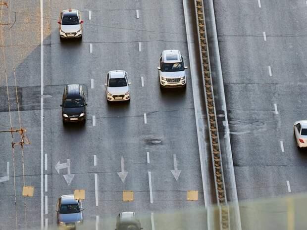 Столичных водителей призвали выезжать за город до 15:00 или после вечернего часа пик