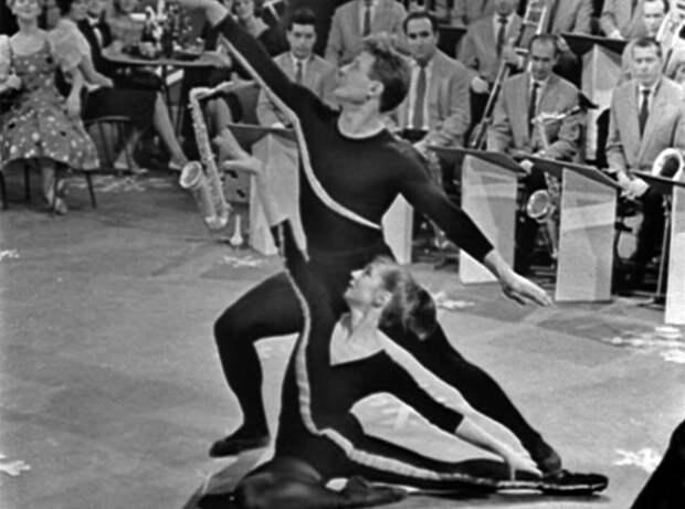 Романенко и Гайдаров исполняют акробатический танец СССР, голубой огонек, ностальгия, старый новый год, эстрада