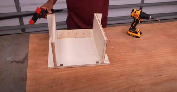 Самодельный столик для ручного фрезера: просто, дешево и функционально