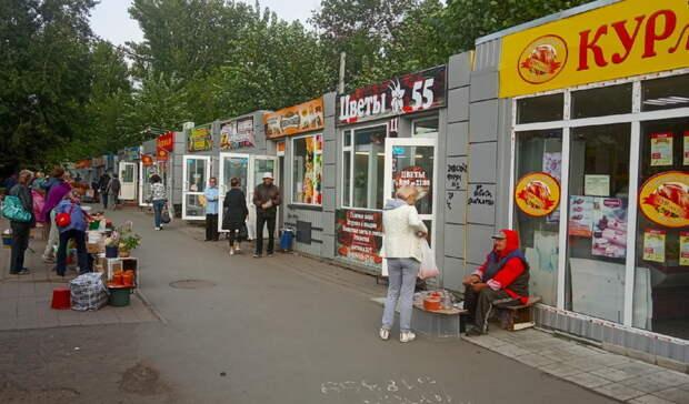 Почти 30 штук. ВОмске уберут киоски заостановкой «улица Рабиновича»
