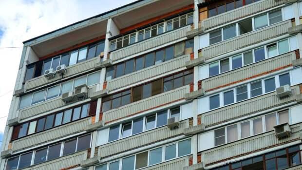 В Санкт-Петербурге женщина и мужчина после ссоры упали с балкона третьего этажа