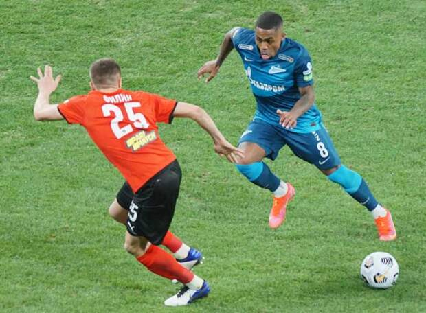 Полузащитник «Зенита» Малком пропустит сбор и начало сезона