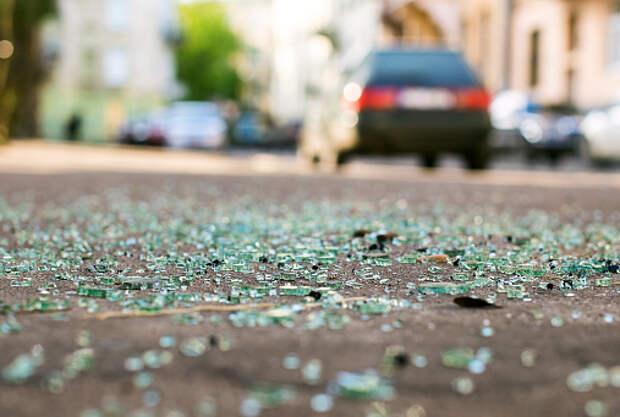 Водитель фургона протаранил легковушку на Менжинского