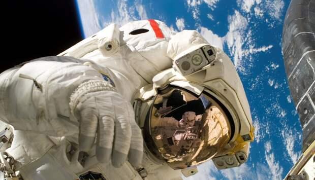Пять интересных фактов о первом выходе человека в открытый космос