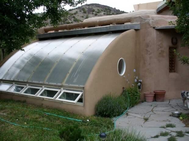 Органическое земледелие, пермакультура: подземная теплица из соломенных тюков