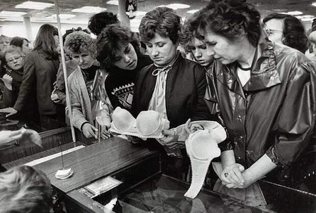 """7 дефицитных женских товаров Советского Союза, за которыми велась настоящая """"охота"""""""