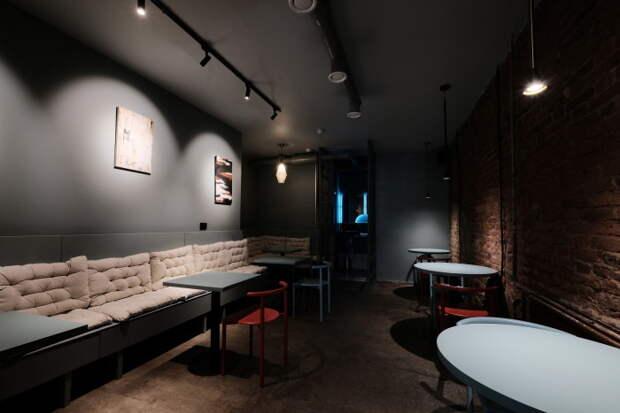 На улице Некрасова открыли бар «Грани» с авторскими коктейлями, едой и вечеринками по выходным
