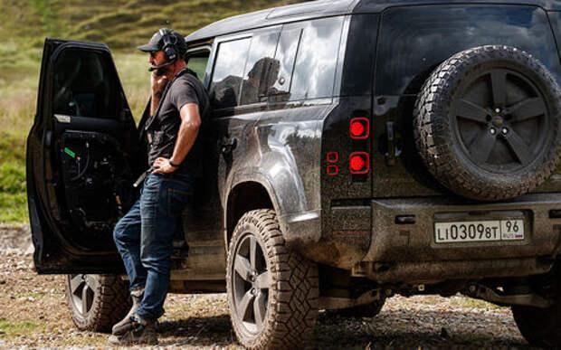 Land Rover Defender засветился в фильме о Джеймсе Бонде «Не время умирать»