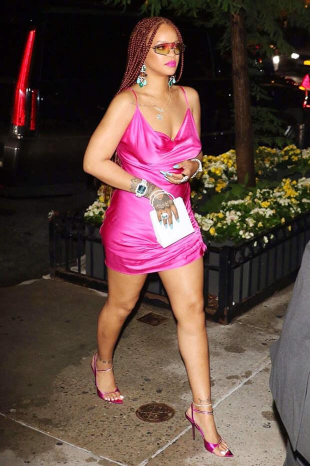 Рианна и еще 6 звезд, которые часто одеваются вульгарно