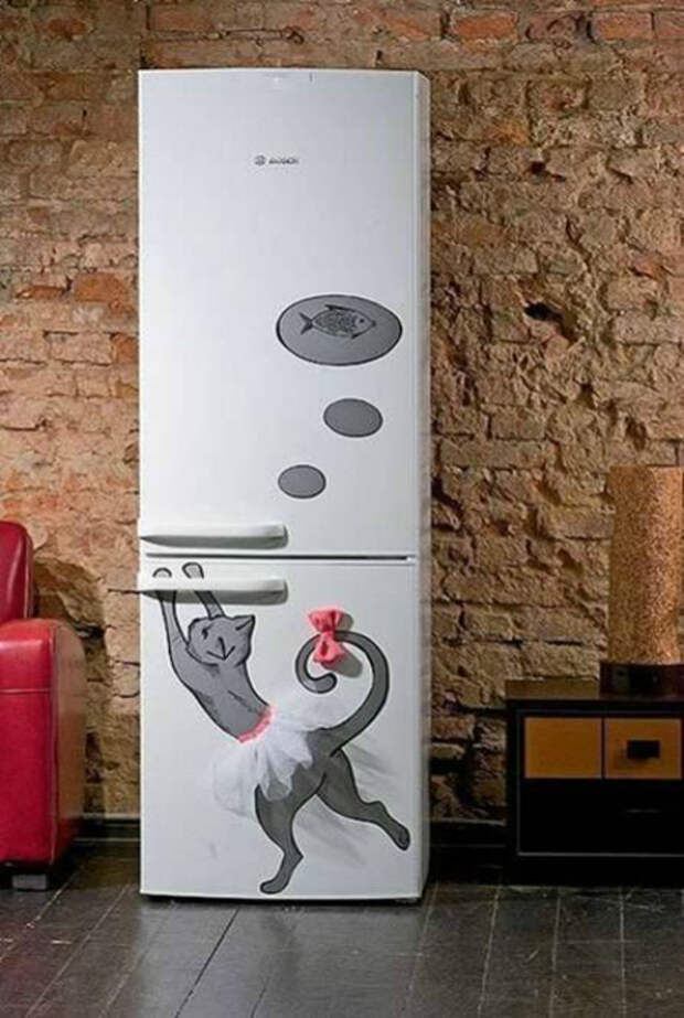 Декор холодильника виниловыми наклейками.