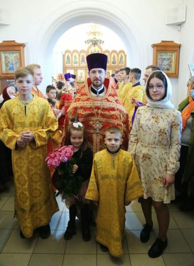 В престольный праздник Иверского храма епископ Серафим совершил Божественную литургию.