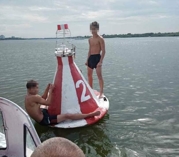В Томске спасатели вытащили из воды двух подростков