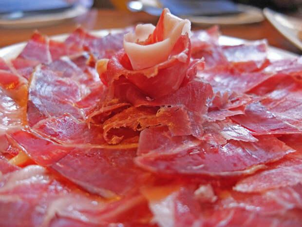 Диетолог Шмелева предупредила о вреде резкого отказа от мяса