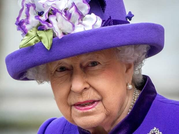 В поздравлении Елизаветы II с Днем России нашли странное предупреждение