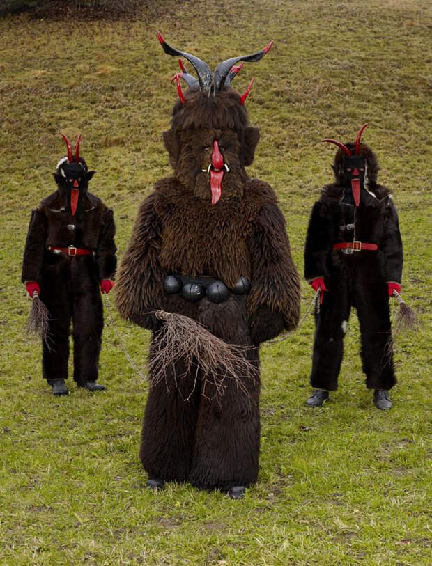 15 фото современных язычников из Европы в костюмах древних чудищ