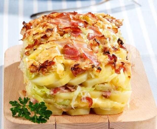 Румяная запеканка из картофеля и лука-порея