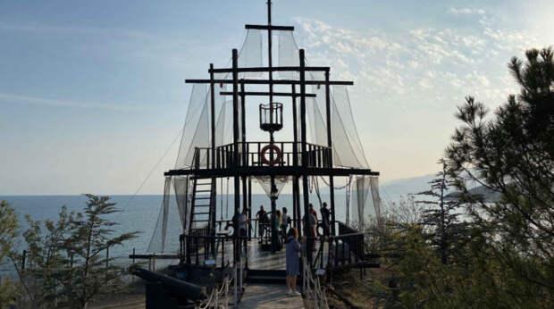 Высокий сезон в Крыму растянулся до октября: полуостров бьет рекорды по числу туристов