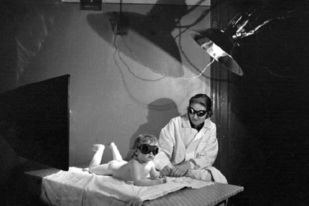 На процедурах, 1942 год.
