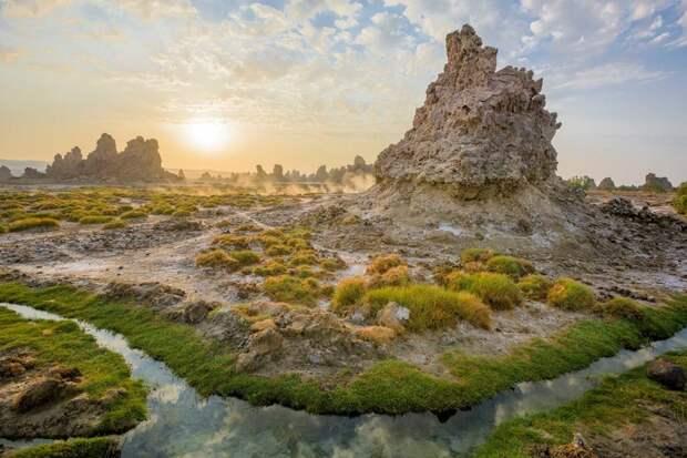 Потрясающее соленое озеро Аббе, чьи ландшафты, словно часть другой планеты