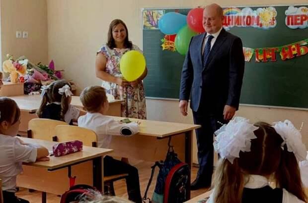 Развожаев выплатит по 3 000 рублей на каждого школьника и детсадовца