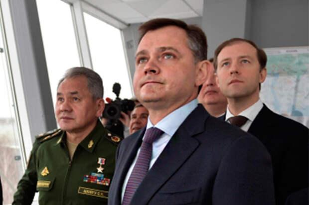 В 2016 году президент ОАК Юрий Слюсарь (в центре) обещал, что в обновление КАЗа вложат «несколько десятков миллиардов рублей», и уже в 2019-м мы увидим предприятие другого технологического уровня