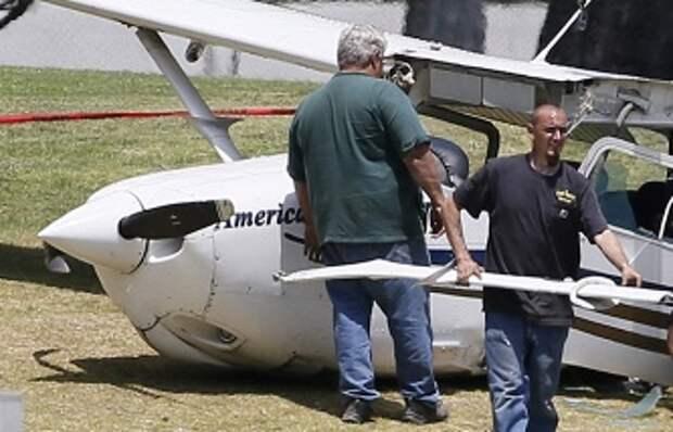 Во Франции военный самолет упал на здание, в котором проходили курс лечения инвалиды