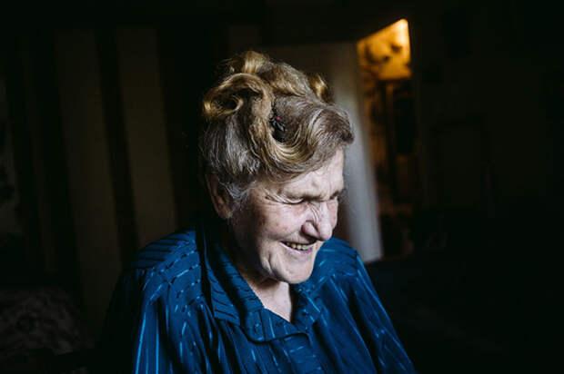 Галина Яковлева уверена, что именно эта работа дает ей энергию жить и чувствовать себя бодрой. Фото: Наталья Булкина.