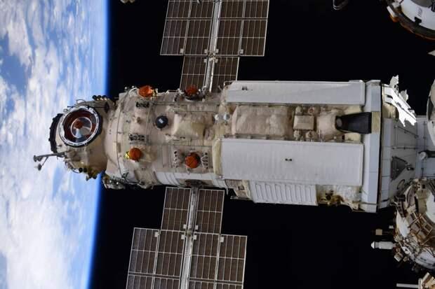 Корабль «Союз МС-18» с киноэкипажем на борту отстыковался от МКС