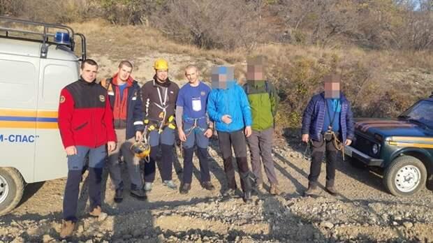 Спасатели эвакуировали мужчину, застрявшего на горе Таракташ