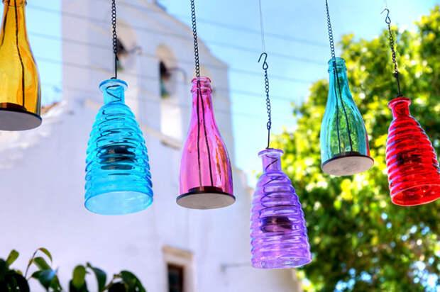Лампы из разноцветных бутылок.