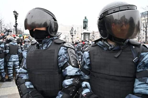 СК возбудил уголовные дела после незаконного митинга в Москве