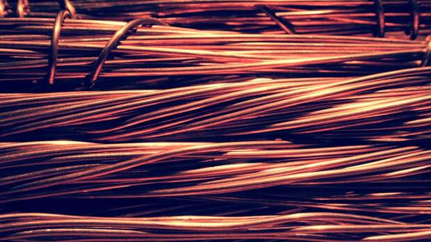 С фасада дома на Нижегородской убрали свисающие провода