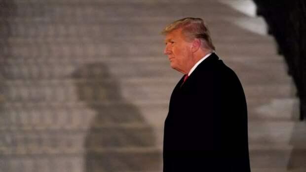 Опрос: 54% американцев считают, что Трампу надо уйти изполитики