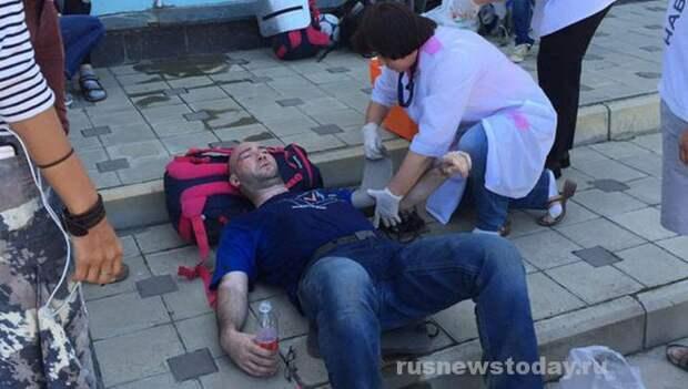 Навального и его соратников избили в аэропорту Анапы