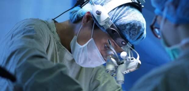Волгоградские врачи сделали сложную операцию на мозге матери двоих детей