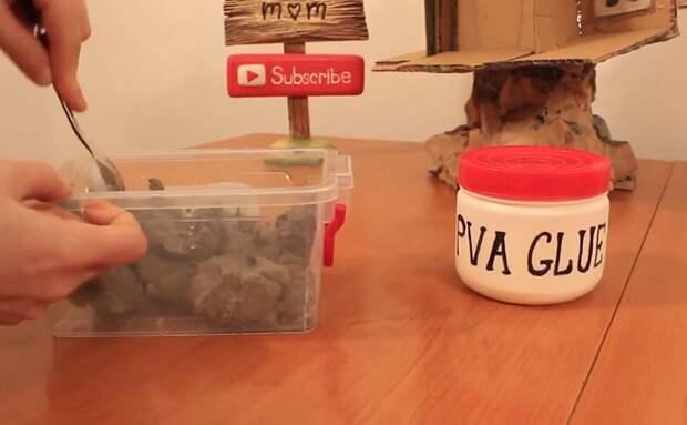 В отдельной емкости заливаем куски коробки от яиц горячей водой и смешиваем с клеем ПВА инструкция, светильник, светильник своими руками, своими руками, сделай сам, хенд-мейд, хендмейд, хендмейд-мастер