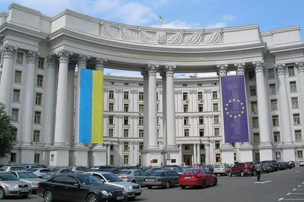 Украина высылает старшего дипломата посольства РФ в Киеве