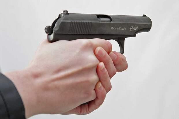 Глава МВД посоветовал украинцам учиться стрелять